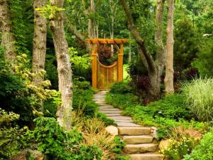 DP_Barry-Block-Cottage-Outdoor-Stone-Walkway-Gate_4x3_lg
