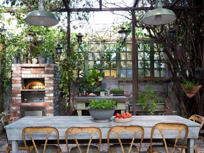 CI-wood-stone-kopke-outdoor-kitchen_s4x3_jpg_rend_hgtvcom_1280_960